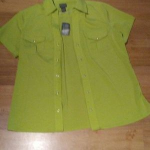 Chicos Short Sleeve Button Front Lime Top